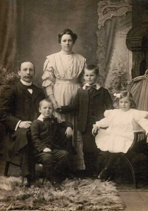 1908-Liddell-Family-May-1908