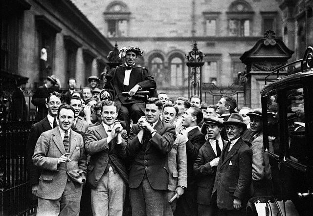 1924-Eric-Liddell-being-chaired-from-the-graduation-ceremony-at-the-McEwan-Hall-in-Edinburgh-after-his-graduation-with-a-BSc-in-Science.-_-Corbis-1