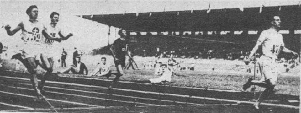 1924-Eric-Liddell-in-the-400m-semi-final-at-the-Paris-Olympics.-FOTO-Former-Miroir-Des-Sports.